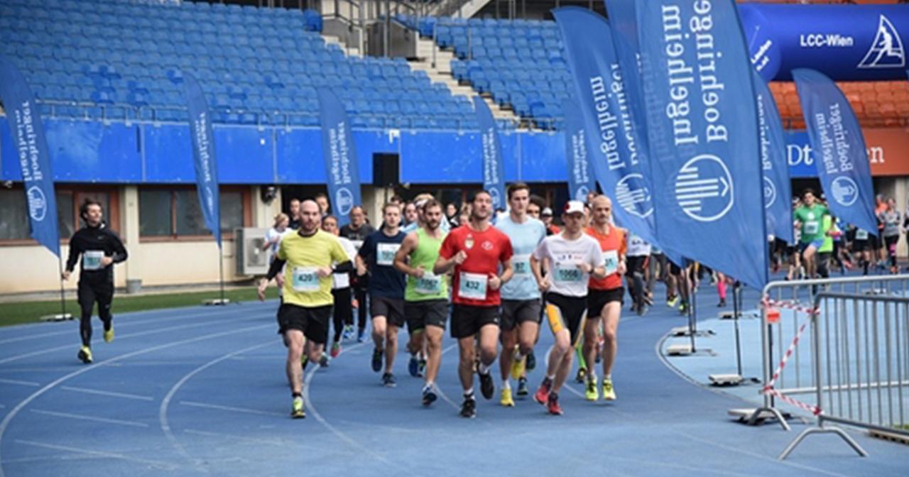 Läufer beim Start des Fit for Brain Run