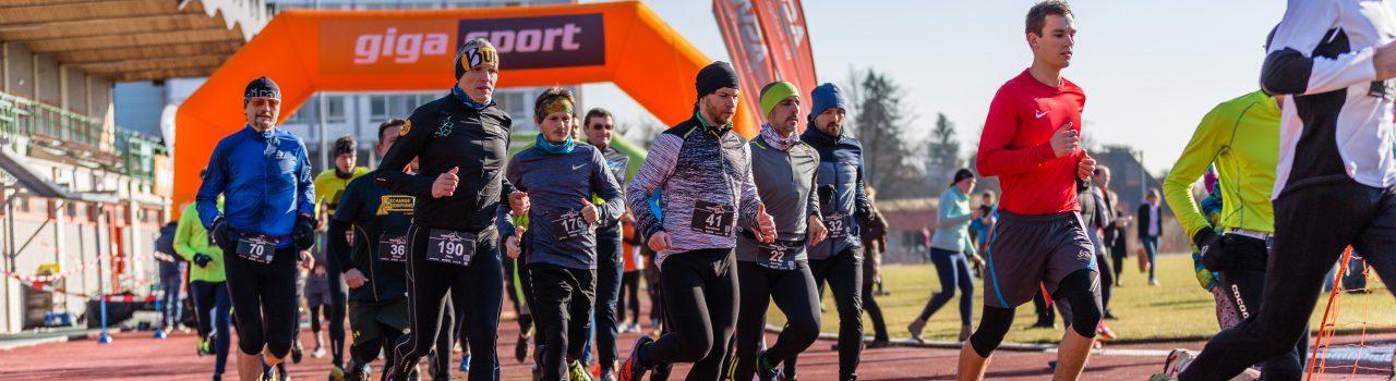 Läufer beim Start des Crosslauf Graz