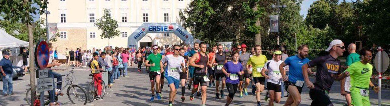 Läufer beim Start des Wolkersdorfer Schlossparklaufs