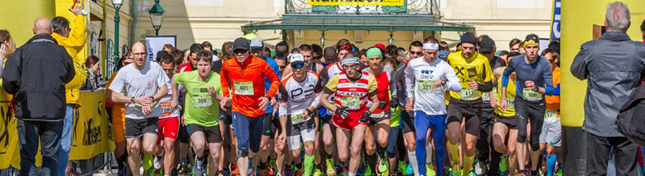 Läufer beim Start des Raiffeisen Osterlaufs